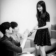 Even when the camera is not rolling they are still holding hands ❤️#leejongsuk #2worlds #더블유  #Hanhyojoo #koreandrama #jongsuk #w2worlds #wtwoworlds #webtoon #twoworlds #twoworld #wtwoworld #koreandrama #MBC #Wkoreandrama #twoworldskdrama #kdrama #ohyeonjoo #yeonjoo #이종석 #강철  #hyojoo #kangchul #yeonjoo