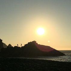 #puestadesol #sunset #playa #beach #verano #summer #sol #sun #shadows #siluetas #rocas #sinfiltro
