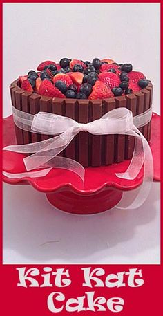 Kit Kat Cake- NO FAIL  way to decorate a cute cake!