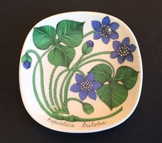 Arabia Finland Dish for sale Lassi, China Dinnerware, Ceramic Artists, Plates On Wall, Pansies, Artificial Flowers, Finland, Scandinavian, China China