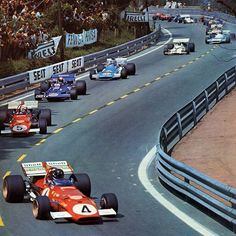 Jacky Ickx and Clay Regazzoni on their Ferraris lead the field at the start of the 1971 Spanish Grand Prix Le Mans, Sport Cars, Race Cars, Motor Sport, Clay Regazzoni, Spanish Grand Prix, California Kids, Mario Andretti, Gilles Villeneuve