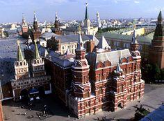 É o maior museu histórico nacional da Rússia, com enorme acervo da história da Rússia, desde a época peleolítica até os dias atuais. https://www.partner.viator.com/pt/7867/tours/Russia/Excursao-a-pe-para-grupos-pequenos-por-Moscou/d65-3563CITY