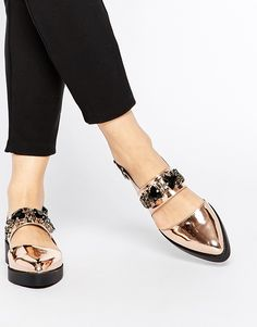 Futuristic flats are all you need this party season <3