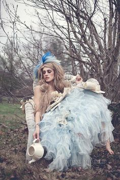 "Alice in Wonderland / karen cox. ""Alice"" by Adrienne McNellis Alice In Wonderland Party, Adventures In Wonderland, Alice In Wonderland Photography, Fantasia Marilyn Monroe, Adult Halloween, Halloween Costumes, Ciel Rose, Chesire Cat, Foto Fun"