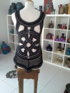 Maroon tembe figure, inspired out of handcarving in wooden objects by Surinam Marons. Chrochet handmade with brodery