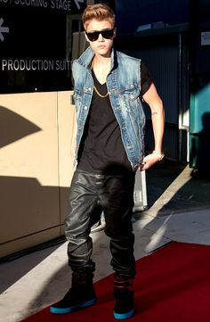 Not sure I'm into Justin Bieber's hardcore/mix-matched look, but he's got the flat-top shades right on point!