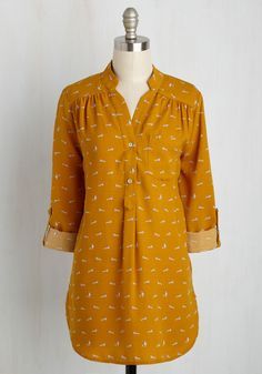 It's no surprise that this marigold top has become your favorite seperate. How could you not love the pleated shoulders, front pocket, and curved hem of this woven wonder? Top it all off with the adorable raccoon print, and this buttoned blouse is the most delightful shirt around!