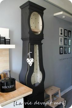 * A Mix and Match decor in my kitchen! - Life in front of me - furniture Clock Painting, Upcycled Home Decor, Furniture Restoration, Decoration, Decor Diy, Decorating Your Home, Painted Furniture, Appliques, Chandeliers