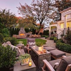 This backyard was made for entertaining! Follow our sister pages @munalifestyle @munamommy @munaloveaffair @coterieretreat and coming soon @munacoterie #munalifestyle #munaluchibride / #Repost @inspire_me_home_decor This backyard tag your friends by Shapiro Didway