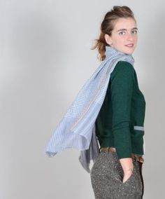 sweater in wool and cashmere with profiles in contrast,  bacó  wool full pants with pockets, bacó  leather belt, puntovita  scarf pied de poule in cashmere, bacó  wool hat, bettina  leather boots, rosso fiorentino