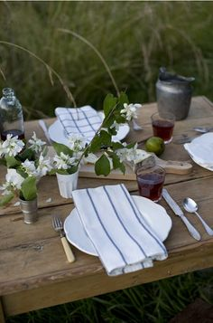 A Well-Nurtured Life: Summer Tabletops To Love