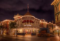 A Quiet Night on the Town This particular night was one of my favorite nights we've spent 'closing' the park. As I was getting ready to tak...
