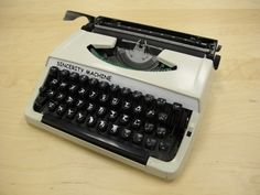 So, what do you guys think about this typewritter? This Artist Built A Manual Typewriter That Can Only Type In Comic Sans