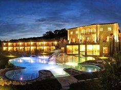 В следующем году исполнится десять лет с того момента, как тосканская долина Валь-д-Орча была включена в список культурного наследия ЮНЕСКО. Неподалеку от этой уникальной долины расположился небольшой город Баньо Виньони, богатый природными термальными источниками. Именно здесь и расположен отель Adler Thermae Spa and Relax Resort, который радует туристов своими спецпредложениями. #traveldeals   #toscana2013   >> http://prohotel.ru/news-215586/0/