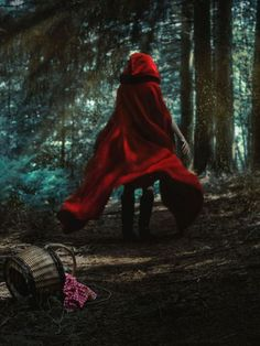 little red riding hood aesthetic Little Red Hood, Little Red Ridding Hood, Red Riding Hood, Grimm, Psychedelic Drawings, Fantasy Photography, Creepy Photography, Shooting Photo, Rwby