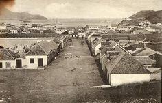 Vista parcial de Mindelo 1910 : Vista de Mindelo por volta de 1910.     Julgo que a rua é facilmente identificável. Algumas das edificações ainda estão no local.    Mantenhas | djomartins