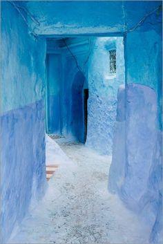Alu Dibond 20 x 30 cm: Blue walls and door in medina in Chefchaouen, Morocco de Alejandro Moreno de Carlos Alejandro Moreno de Carlos http://www.amazon.es/dp/B00SRIJGMK/ref=cm_sw_r_pi_dp_OXshvb07QZYK9
