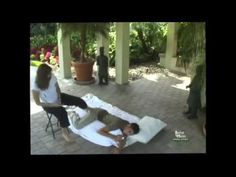 Fijian Deep Tissue Barefoot Massage. A demonstration of Fijian Massage by Michelle Mace, founder of Barefoot Masters® a leading developer and provider of continuing education for massage therapists to save their hands. For more info go to: www.my2feet.com