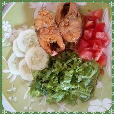 BOA TARDE! Almoço quase igual o de ontem #julianamaismagra  #rumoao56kgs  #lowcarb  #zerocarbo  #euemamaefitnessnofoco  #juntascomaaline  #desafiodosciclos  #ciclo1 (2/17) #teamcarolferrera by juliana.coelho.376043