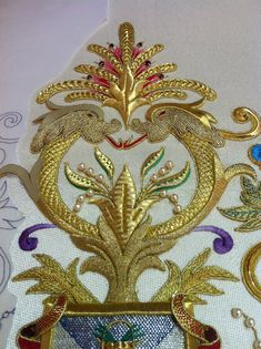 Bordado en oro paso a paso,materiales oro fino y entrefino,espejuelos,encajes de conchas,tisu,cursos de bordado