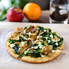 Spinach Mushroom Pita Pizzas [Just Putzing Around the Kitchen]