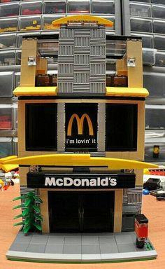 Yellow Custom City Fast Food Hamburger Restaurant Model built with Real LEGO (R) Bricks Lego City, Lego Mcdonalds, Bloc Lego, Casa Lego, Modele Lego, Lego Sculptures, Lego Boards, Lego Modular, Cool Lego Creations