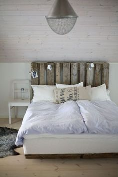 13 DIY Headboards Made From Repurposed Wood Pallet headboard Pallet Furniture, Bedroom Furniture, Bedroom Decor, Wall Decor, Furniture Ideas, Bedroom Ideas, Recycled Furniture, Bedroom Inspiration, Bedroom Wall