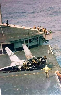 Rear half of a Tomcat after an unsuccessful landing attempt. The pilot and . by History Tomcat F14, Uss Enterprise Cvn 65, Plane Photography, Vietnam History, American Fighter, Aircraft Pictures, Navy Ships, History Photos, Royal Air Force