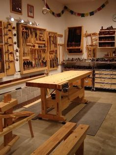 Garage woodworking shop ideas one car garage workshop layout by Woodworking Shop Layout, Beginner Woodworking Projects, Woodworking Workbench, Fine Woodworking, Woodworking Classes, Workbench Ideas, Woodworking Ideas, Garage Workbench, Woodworking Basics