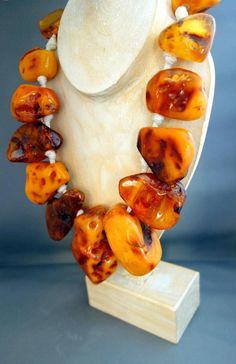 OK OK OK HUGE HUGE ,627 gram NATURAL BALTIC AMBER NECKLACE SPECTACULAR AND IMPRESSIVE GREAT INVESTMENT PIECE FOR COLLECTORS THIS GORGEOUS NECKLACE IS ONE OF A KIND THE AMBER IS NATURAL - IT HAS NOT BEEN TREATED IN ANY WAY ! 100% AUTHENTICITY GUARANTEED ! ONE BEAD = ONE AMBER STONE This necklace is made of LARGE,