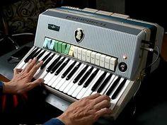 Farfisaのビンテージ電子アコーディオンTransicordです。形状はアコーディオンですが内部構造はFarfisa Compactオルガンとほぼ同じ... Drum Machine, Key To My Heart, Musical Instruments, Keys, Music Instruments, Key, Instruments, Human Height