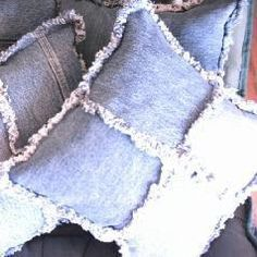 Denim Pillows: Recycle your denim jeans for fun. Like a small version of a rag quilt. Do this before committing to even a small rag quilt! Jean Crafts, Denim Crafts, Deco Dyi, Sewing Crafts, Sewing Projects, Sewing Ideas, Recycling, Diy Jeans, Denim Ideas