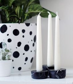 DIY black marbled candleholders
