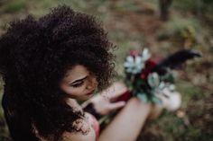 Boudoir-Shooting draußen mit tollem Styling & einzigartigen Blumen   Ninakeks Photography www.ninakeks.de   Blume Exclusiv Boudoir, Dandelion, Plants, You're Beautiful, Unique Flowers, Amazing, Nice Asses, Ideas, Pictures