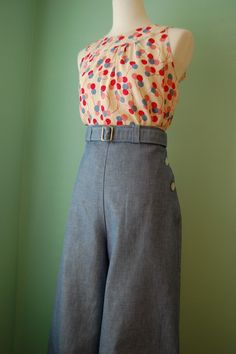 I made these vintage style left sides buttoned wide leg pants from vintage patterns. It is light weight denim fabric . Looks vintage fabric Womens Fashion Casual Summer, Autumn Fashion Casual, Fall Fashion Outfits, Women's Fashion Dresses, 40s Fashion, Fashion Over 50, Vintage Fashion, Vestidos Vintage, Vintage Dresses