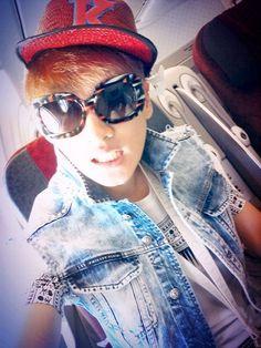 Eunhyuk on plane to Indonesia, Super Junior