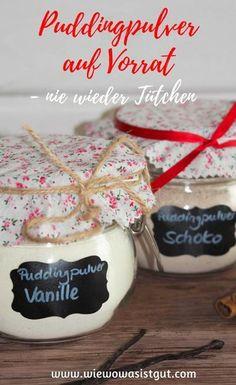 Selbstgemachtes Puddingpulver auf Vorrat. Nie wieder Tütchen. Pudding kann man ganz fix selber machen, er beinhaltet keine Farbstoffe oder Aromen und ist auch ein tolles Geschenk. Ich mache diesen immer auf Vorrat (Vanille & Schoko). Im Beitrag gibt´s auch noch ein Freebie, wenn Ihr das Pulver verschenken wollt. Im Thermomix oder auch auf dem Herd schnell gezaubert. #pudding #puddingpulver #selbstgemacht