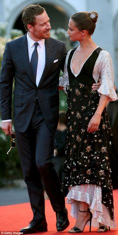 That's amore! Alicia Vikander and beau Michael Fassbender only have eyes for each other as they arrive arm in arm at Venice Film Festival  Read more: http://www.dailymail.co.uk/tvshowbiz/article-3769600/Alicia-Vikander-beau-Michael-Fassbender-eyes-arrive-arm-arm-Venice-Film-Festival.html#ixzz4J4e2uSzD Follow us: @MailOnline on Twitter | DailyMail on Facebook
