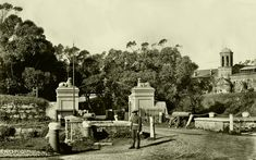 Entrance to the Castle, Old Photos, Vintage Photos, Cities In Africa, Most Beautiful Cities, Antique Maps, Old Buildings, African History, Homeland, Cape Town
