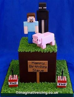 Birthday Cake shaped as a Minecraft grass cube with Enderman, Steve and Pig characters plus some TNT candle holders Minecraft Torte, Minecraft Pasta, Minecraft Birthday Cake, Easy Minecraft Cake, Minecraft Crafts, Lego Minecraft, Minecraft Skins, Minecraft Buildings, Themed Birthday Cakes