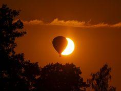 ein Ballonfahrer vor der Sonne by Hans-Jürgen Böckmann