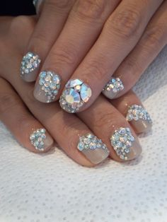 Ahh maa gahhd. I NEED THIS MANICURE RIGHT NOW!!!!! 3D iridescent crystals <3