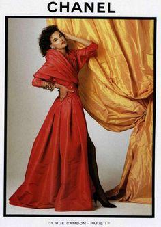 Chanel & more details 80s Fashion, Fashion Brands, Vintage Fashion, Red Evening Gowns, Original Supermodels, Fashion Advertising, Advertising Archives, Moda Paris, Chanel Couture