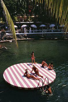 Bathers at La Concha Beach Club, Acapulco, Mexico, February (Photo by Slim Aarons/Hulton Archive/Getty Images) Capri Italia, Lago Tahoe, Slim Aarons Prints, Vallarta Mexico, Beach Pink, Palm Beach, Outdoor Movie Nights, St Moritz, Old Money