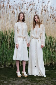 See the complete Veronique Branquinho Resort 2017 collection.