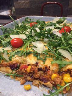 Überbackene+Chili-Palatschinken+mit+Rucola #waskochen Food Porn, Parmesan, Chicken, Chili Con Carne, Grated Cheese, Souffle Dish, Cooking, Delicious Dishes, Easy Meals