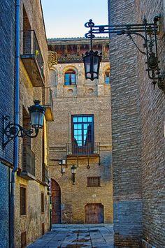 Calle Pabostria, Zaragoza, Spain by Rolde