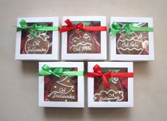 Gingerbread with wishes gifts