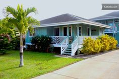Tropical Hawaiian Cottage on Kauai in Kalaheo Beach Cottage Style, Beach Cottage Decor, Hawaii Rentals, Porch Railing Designs, Plantation Style Homes, Hawaiian Homes, Waterfront Cottage, Beach Bungalows, Craftsman House Plans
