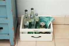 キッチンの床に置いて、缶詰めやびん、根菜などを収納するのにもおすすめ。/簡単&おしゃれなプチ木工(「はんど&はあと」2013年10月号)